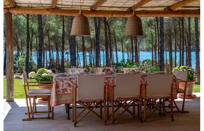 Вилла в аренду на Сардинии с частным пляжем в сосновом бору