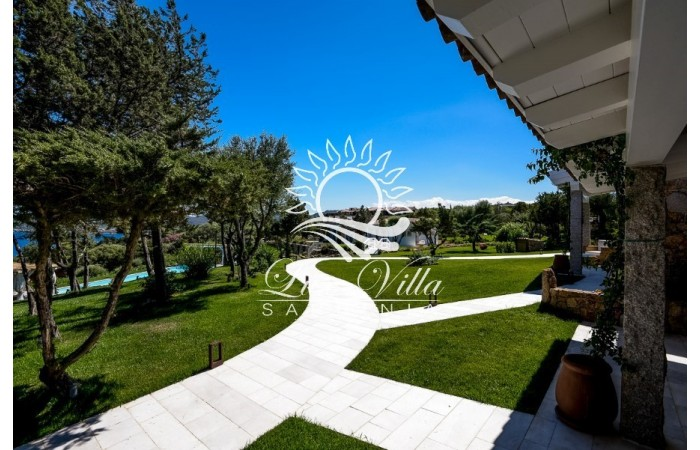 Villa with pool in Sardinia see photos for free